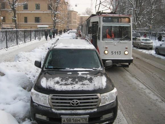 «Горэлектротранс» просит автомобилистов не мешать общественному транспорту: Фото