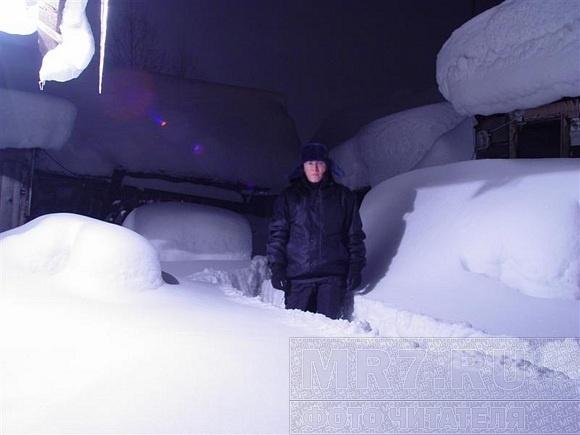 Поселок Капитолово провел выходные в снежной западне: Фото