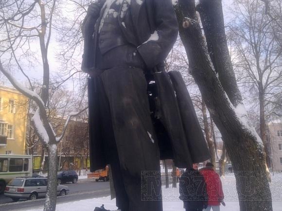 Подрыв памятника Ленину: Молодогвардейцы обвинили коммунистов в пиаре: Фото