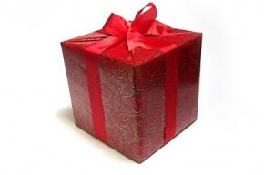 В Смольный стоит очередь с подарками