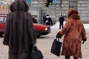 Неправильный светофор на улице Лебедева сбивает пешеходов с толку