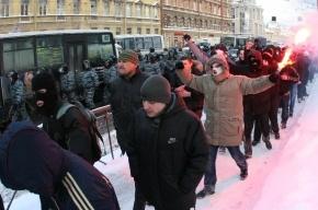 На Гостином дворе много милиции, в вестибюле метро - ОМОН