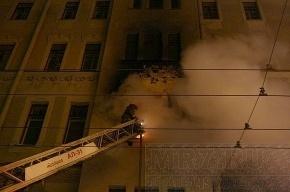 Сильный пожар на Петроградке тушили до глубокой ночи