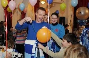 Спортсмены поздравили «особенных» детей