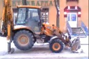Власти Петербурга открещиваются от «странного трактора»