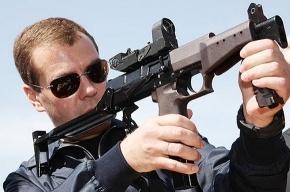 Медведев усилил контроль за оборотом оружия