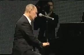 Путин сыграл на рояле «С чего начинается родина» перед мировыми знаменитостями