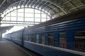 В аэропортах Москвы начали круглосуточно продавать железнодорожные билеты