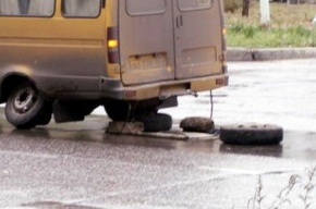 В Приморском районе у маршрутки на ходу отвалились колеса