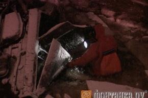 Иномарка с четырьмя пассажирами рухнула в Пряжку
