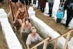 Фоторепортаж: «Крещенские купания на Аптекарской набережной: в лицах»