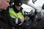 Петербургским водителям-нарушителям предлагают расплатиться на месте: Фоторепортаж