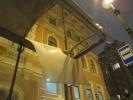 Крышу остановки на Невском проспекте пробило неким тяжелым предметом: Фоторепортаж