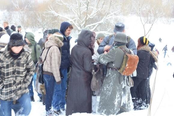 В Полежаевском парке сегодня ели гречневую кашу и стреляли из автоматов: Фото