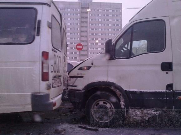 На проспекте Маршала Жукова произошло ДТП с участием пяти машин: Фото