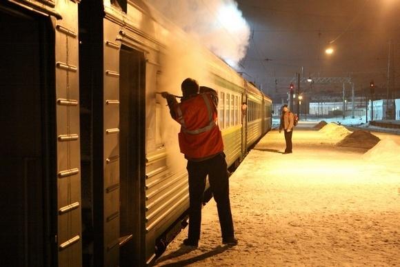 Хулиганы бросили в вагон электрички дымовую шашку: Фото
