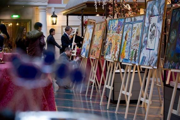 Рождественский аукцион собрал миллион долларов: фоторепортаж: Фото