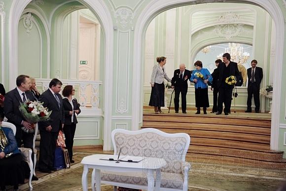 Неравный брак: 103-летний жених и 72-летняя невеста сочетались сегодня браком в Петроградском загсе: Фото