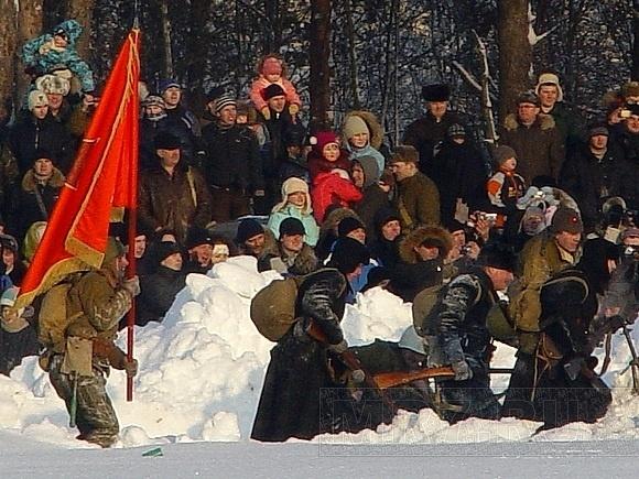 Красные против фрицев: масштабная реконструкция боя в Ленобласти: Фото