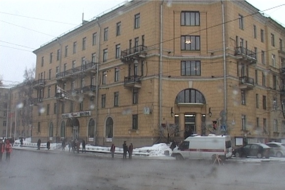 На Среднеохтинском проспекте прорвало трубу: Фото