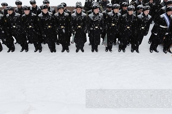 Будущие моряки митинговали за введение Дня кораблестроителя: Фото