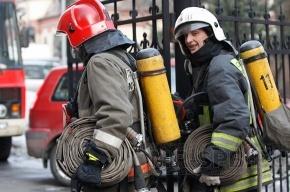На Кржижановского загорелись гаражи