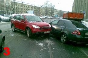 На улице Добролюбова после ремонта асфальта – сплошные аварии