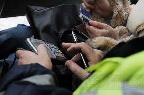 Петербургским водителям-нарушителям предлагают расплатиться на месте