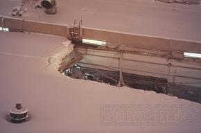 На обрушившейся крыше гипермаркета лежал метровый слой снега