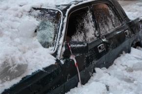 При уборке крыши машину использовали как элемент ограждения