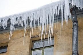 В Таллине скончался петербуржец, на которого с крыши упала глыба льда