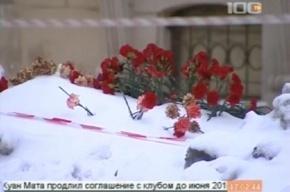 К месту гибели Вани Завьялова несут живые цветы