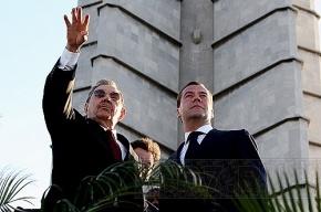 Медведев поздравил кубинцев с Днём освобождения Республики