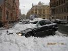 На улице Бакунина «лавина» накрыла машину: Фоторепортаж