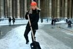 Зачем красивым девчонкам лопаты? (Фото): Фоторепортаж
