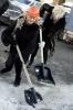 Десант девушек с лопатами: Фоторепортаж