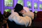 Около 50 влюбленных пар поцеловались у Гостиного двора (фото): Фоторепортаж