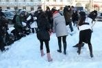 Лопаты и каблуки у Казанского собора: Фоторепортаж