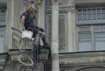 Фоторепортаж: «На Австрийской площади дома могут загореться, а прохожие – получить лампой по голове»