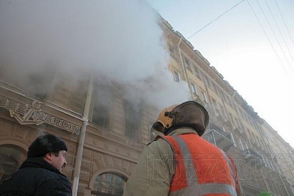 На Невском горела квартира: Фото
