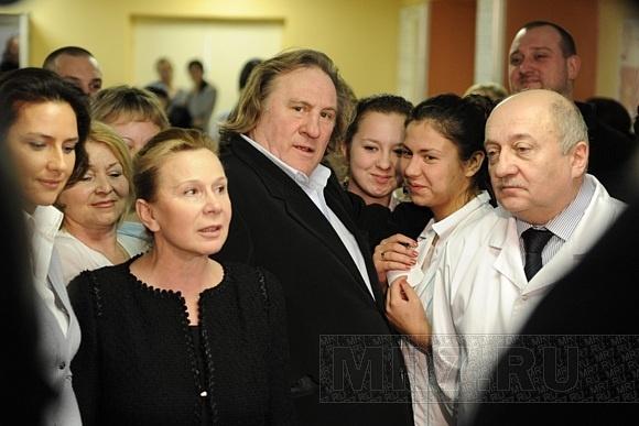 Жерар Депардье был в больнице на Авангардной: Фото