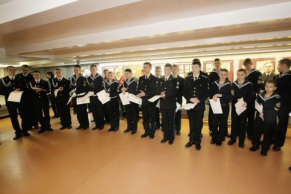 На крейсере «Аврора» наградили лучших кадетов: Фото