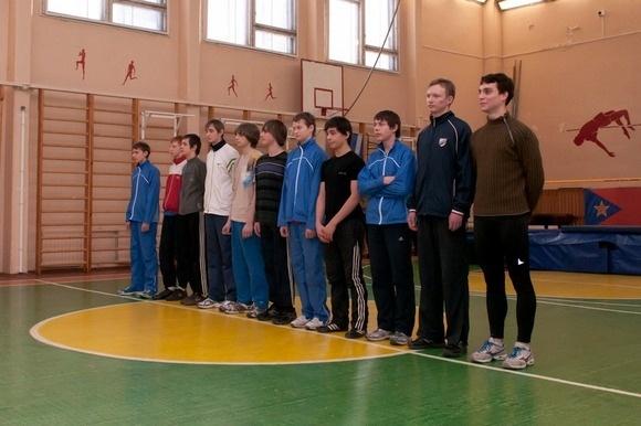 Школьники Фрунзенского района выяснили, кто выше прыгает: Фото