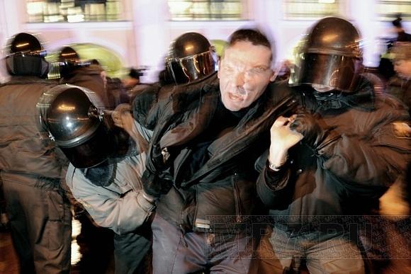 Как митинговали у Гостиного Двора: фоторепортаж: Фото