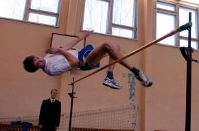 Школьники Фрунзенского района выяснили, кто выше прыгает