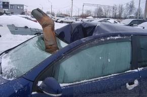 На ваш автомобиль с крыши упал лед: что делать?