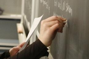 В Колтушах учитель раздавила мобильник ученика каблуком