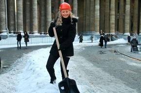 Зачем красивым девчонкам лопаты? (Фото)