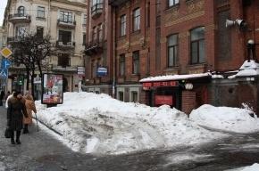 Прохожим на Петроградке громко рассказали о недержании мочи (видео)
