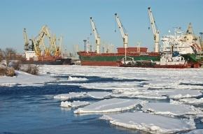 32 судна в Финском заливе ждут помощи ледокола